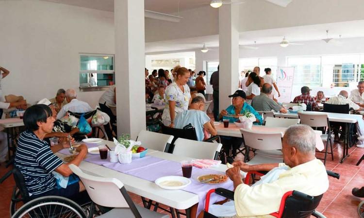 Habrá albergues para adultos mayores en Centro Histórico