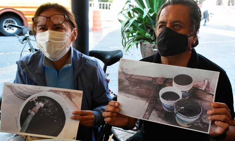 """""""En lugar de agua nos llega petróleo"""", denuncian colonos de Puebla capital"""