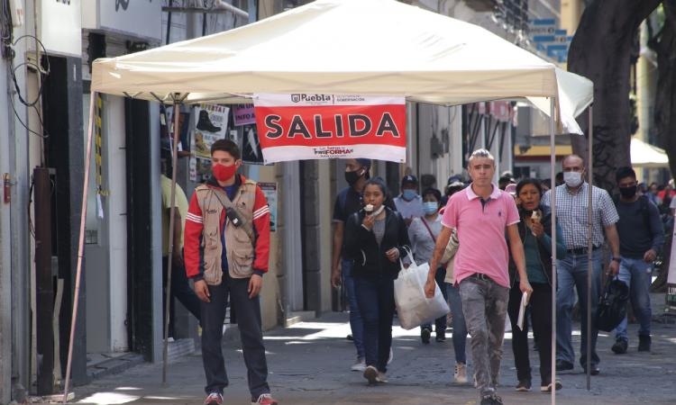 No se retirarán vallas del zócalo; fue propuesta avalada del sector empresarial, revira Claudia Rivera a comerciantes