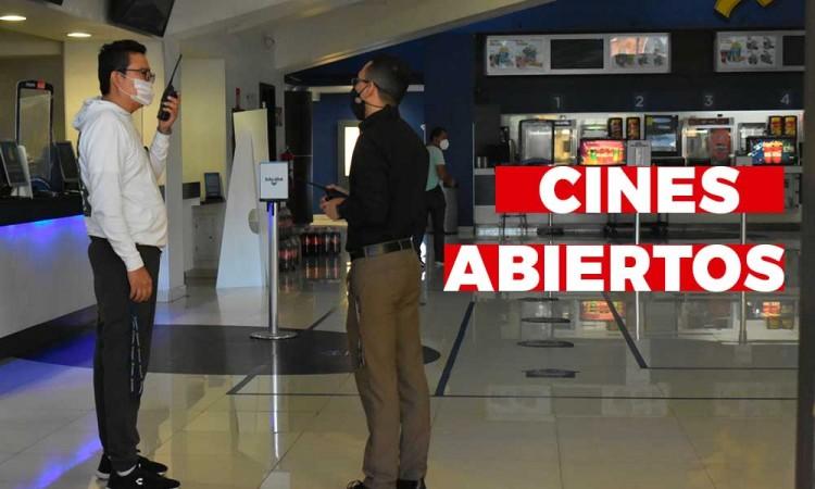 Palomitas y acción: así fue la apertura de cines en Puebla