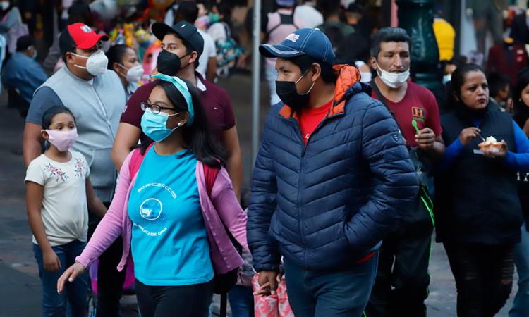 Poblanos en las calles del Centro Histórico.
