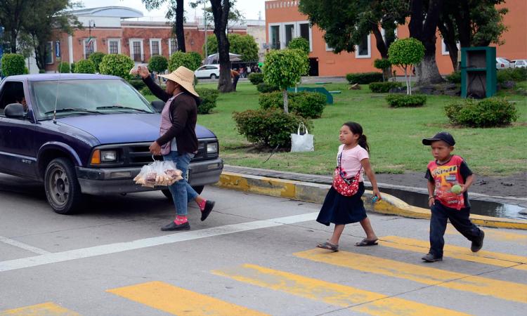DIF denuncia a familiares que explotan a niños en Puebla capital