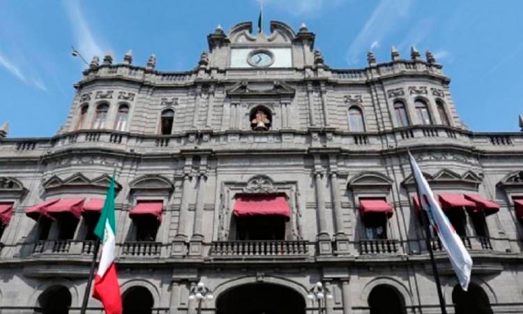 Ocupan plazas en Ayuntamiento tras decesos por covid-19