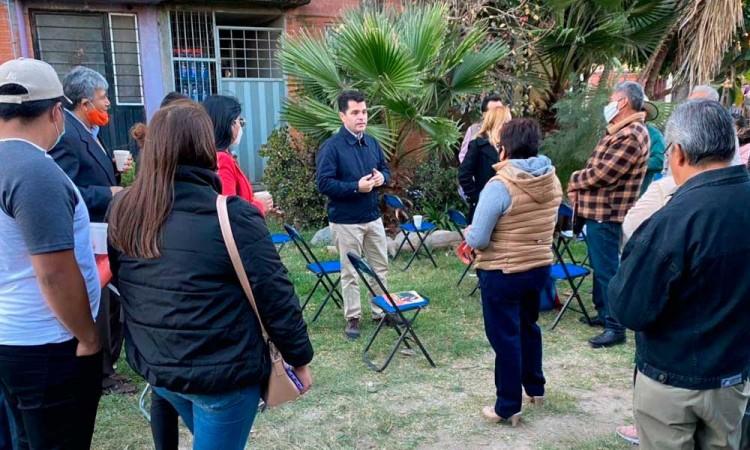 Chelo García escucha inquietudes de vecinos en el oriente de Puebla capital