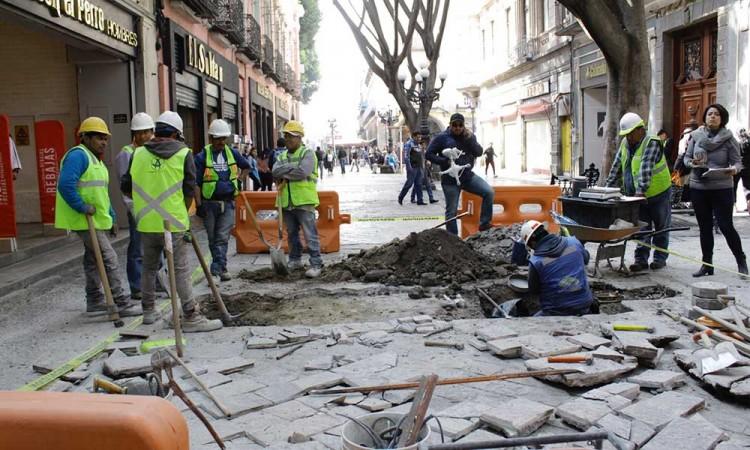 Frenan obras de 5 de Mayo; dice Barbosa que no hay documento de Impacto Ambiental