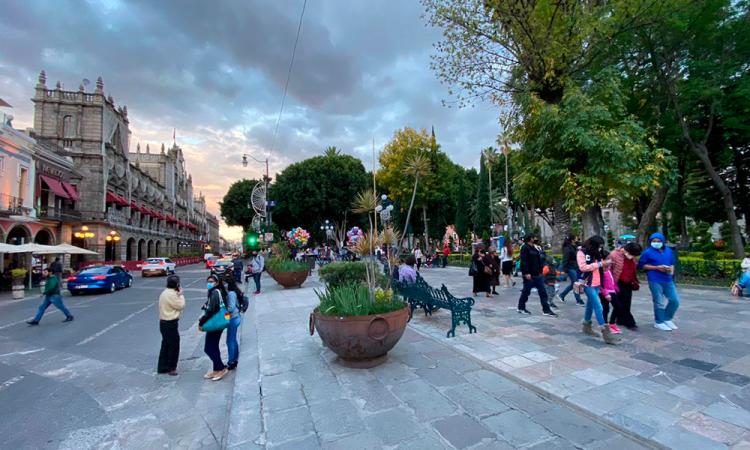 Retiran vallas del Zócalo de Puebla