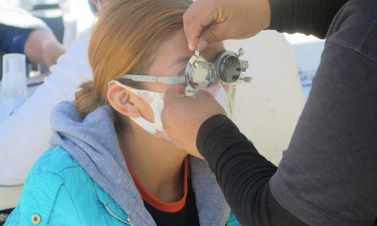 Llevan salud visual a la unidad habitacional Agua Santa