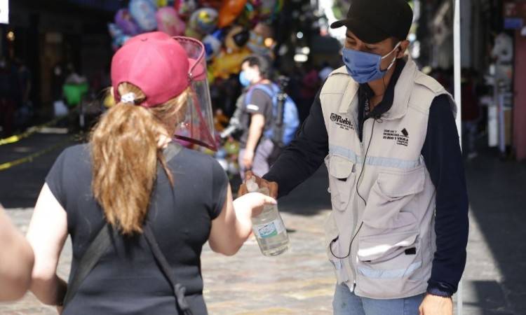 Fin de semana deja 451 nuevos contagios de Covid-19 en Puebla