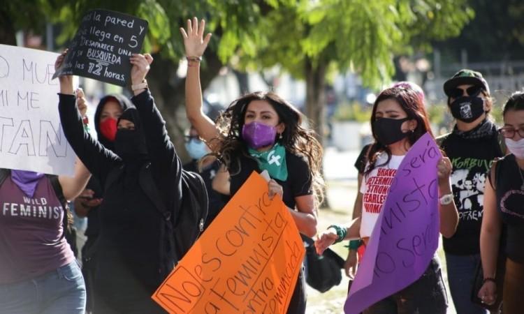 La Red Plural de Mujeres realizó el pase de lista de las víctimas desde la 14 Oriente.