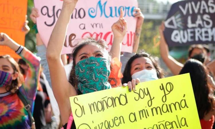 """""""Yo puedo ser la próxima"""", gritan mujeres contra violencia en Puebla"""