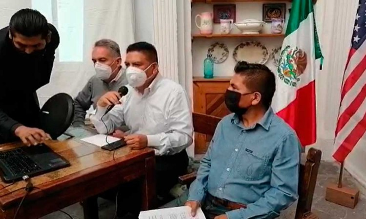 Migrantes piden renuncia de directora del Instituto Poblano de Asistencias