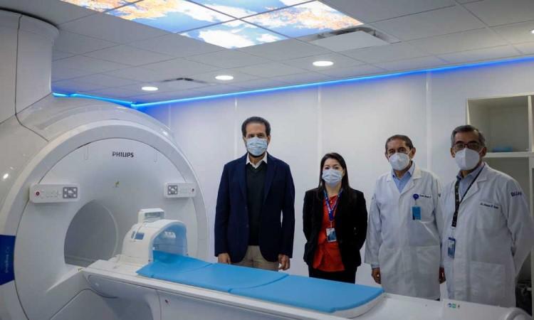 Esparza inaugura Área de Resonancia Magnética en Hospital Universitario