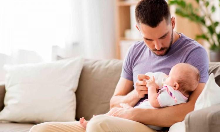 Padres solteros podrían tener permisos con goce de sueldo