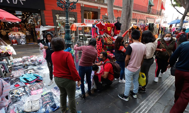 Ayuntamiento pide decreto sobre ambulantes para provocar controversia constitucional, dice Barbosa
