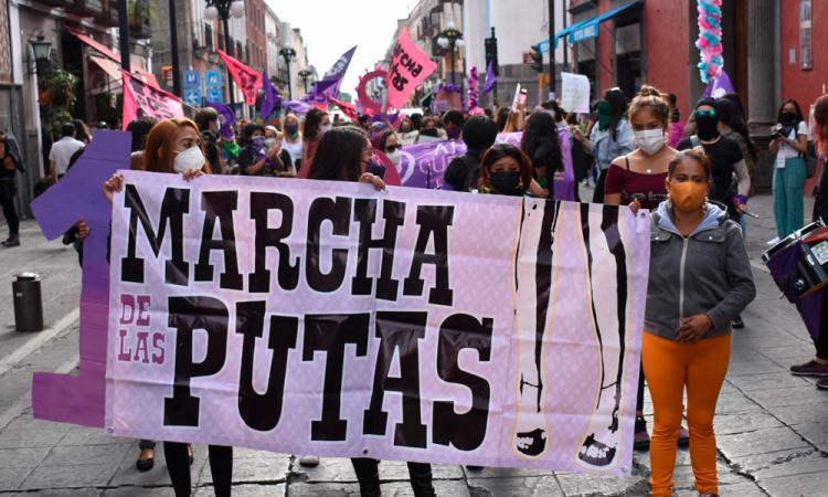 Realizan décima Marcha de las Putas en Puebla