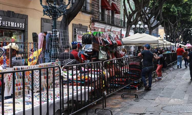 """Caos en la 5 de Mayo: """"Negocios ya parecen Tepito"""""""