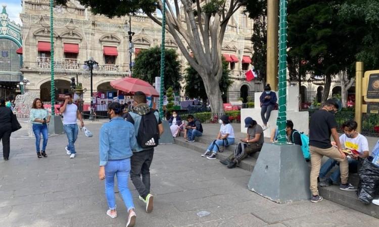 Este sábado fue posible ver a muchas personas tomándose fotos, descansando o jugando en la fuente.