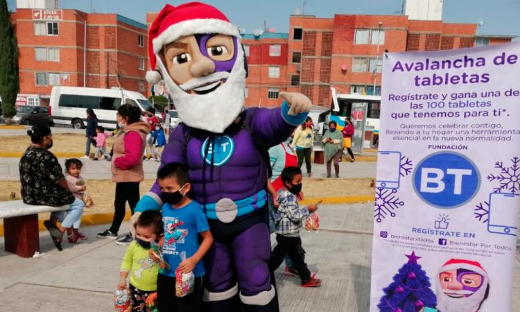 """""""Bienestar x Todos"""" rifa 100 tabletas y regala piñatas al sur de la ciudad"""
