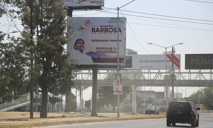 Barbosa advierte con cancelar concesiones a espectaculares que violenten la ley