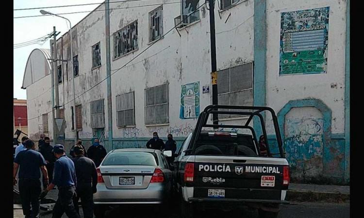 Se salta el Alto y choca contra patrulla en Xocana