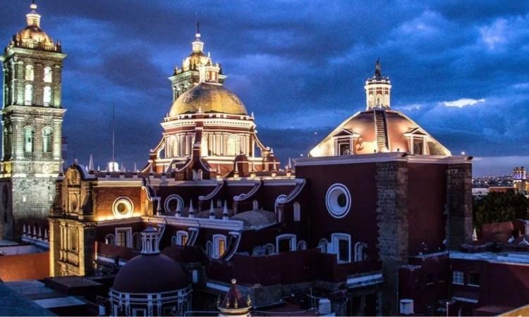 Sin feligreses, se ofició misa en Catedral de Puebla