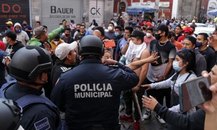 Fuerza 2000 y Antorcha Campesina incumplen decreto en calles y tianguis