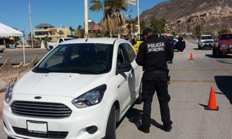 Buscan revertir prohibición de autos polarizados en Puebla