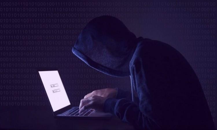 García Almaguer presentará una denuncia ante la policía cibernética.