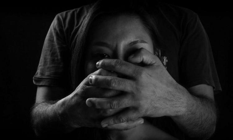 Rebasan las 25 mil llamadas de auxilio por violencia contra mujeres en Puebla