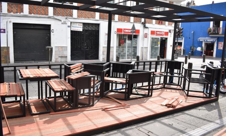 Buscan reactivar economía de restauranteros con terrazas móviles