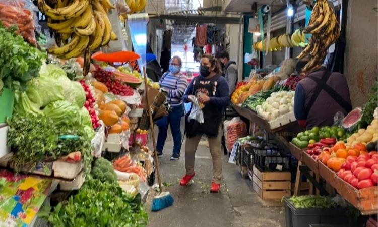 Consumidores del Mercado Amalucan, inconformes y molestos por la remodelación