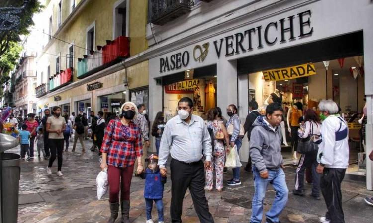 Comerciantes ambulantes así como los establecidos incumplen días solidarios en Puebla por pandemia