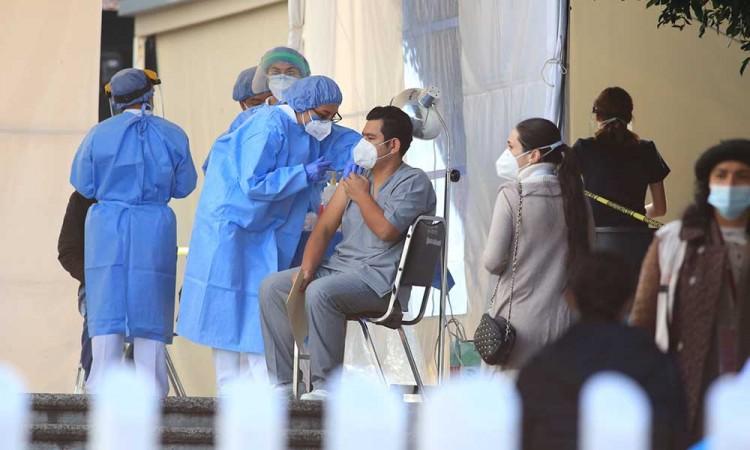 Segunda dosis de vacuna para el personal de salud en Puebla se aplicará a partir del 18 de febrero