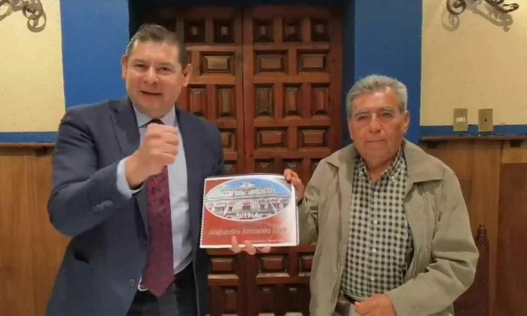Tras declinar, Armenta apoya a Quiroz para la alcaldía de Puebla