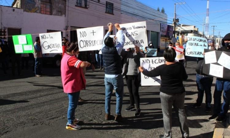 Vecinos de la colonia Resurgimiento denuncian trabajo irregular  de gasera; autoridades la clausuran