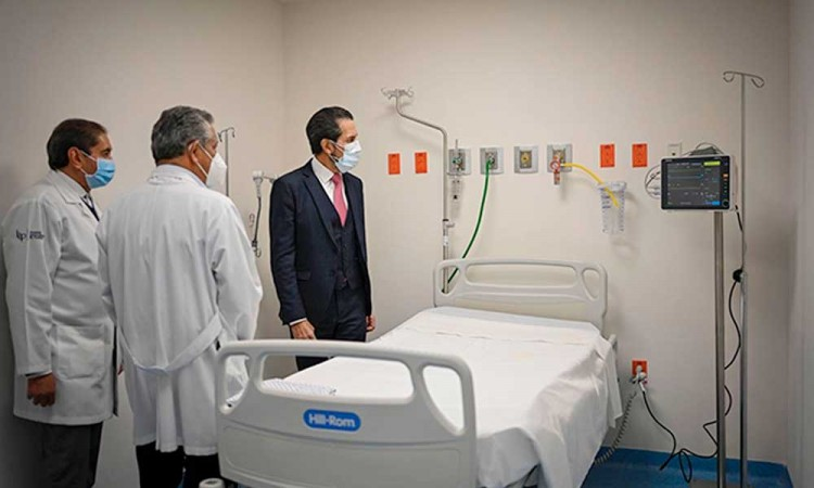 Entrega rector BUAP 18 camas nuevas a Unidad de Atención de Enfermedades Respiratorias Agudas del HUP