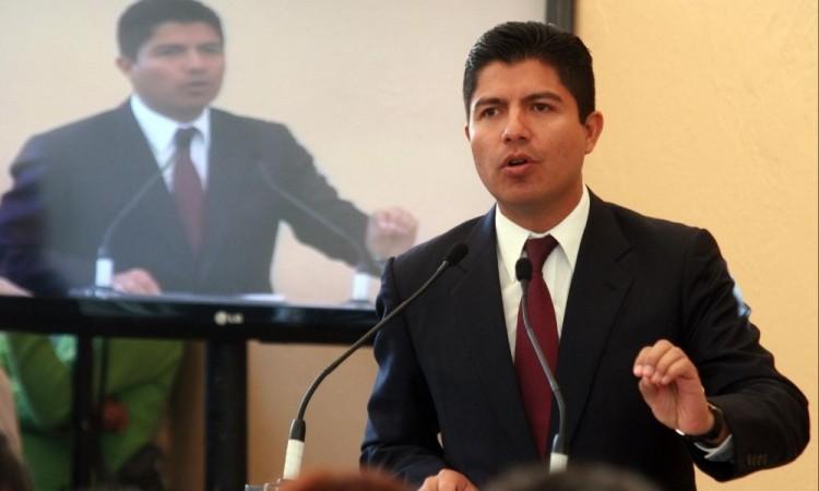 Reviven denuncia contra Eduardo Rivera por supuesto quebranto del erario