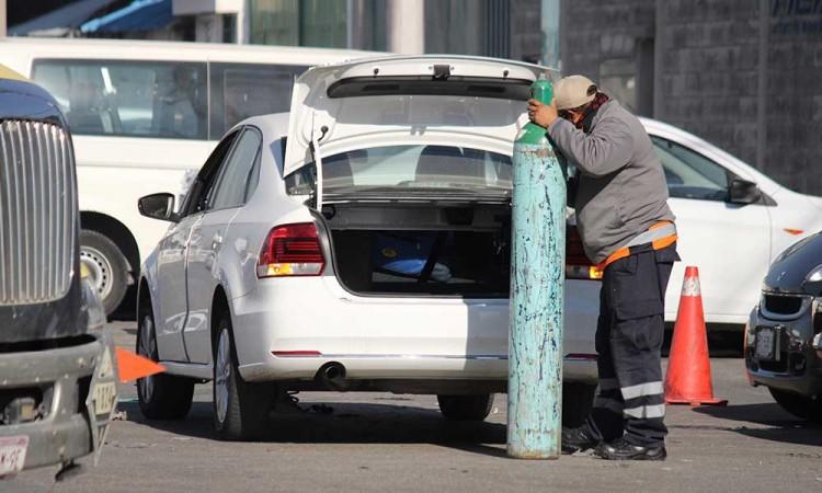 Aún no entregan apoyos para rellenar tanques de oxígeno ni cremación por fallecidos de covid-19 en Puebla