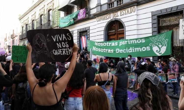 Urgen feministas a la Jucopo realizar primer parlamento abierto sobre aborto