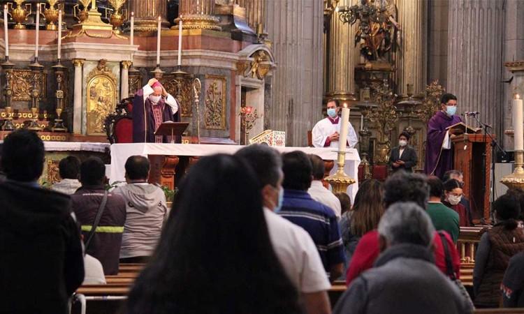 Arzobispo de Puebla pide por un mejor manejo en vacunación a adultos mayores