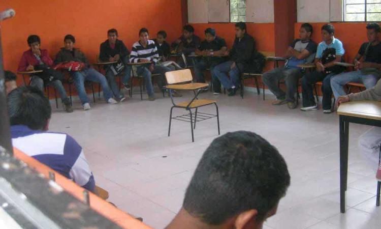 Denuncian que SEP incumple con pago a docentes de telebachilleratos en Puebla