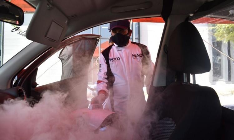 Con desinfección de autos buscan bajar curva de contagios Covid en Puebla