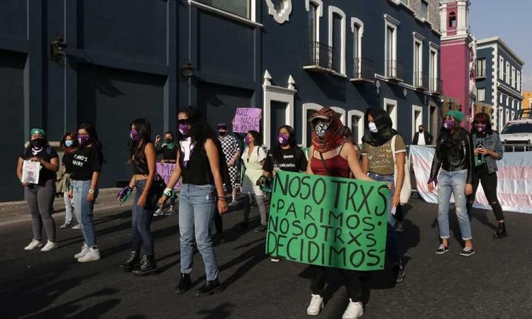 Biestro se lavará las manos sobre el tema de aborto: feministas poblanas