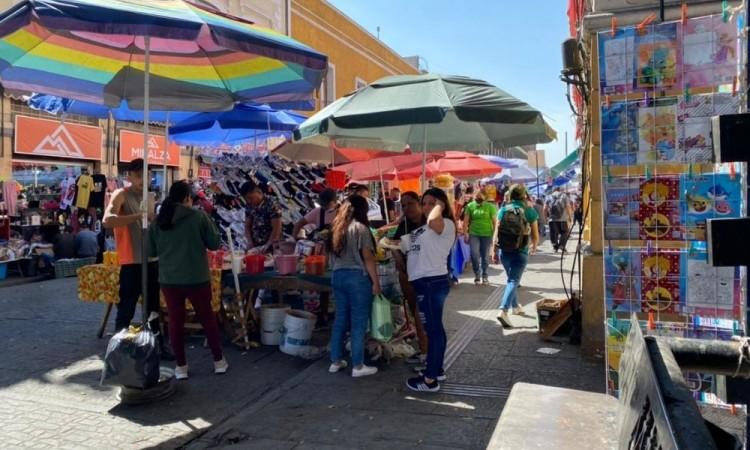 Pese a prohibición, ambulantaje a todo lo que da en Puebla