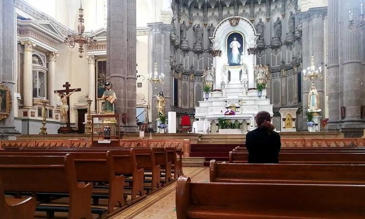 Gobierno de Puebla comienza acuerdos con iglesias para establecer protocolos sanitarios en Semana Santa