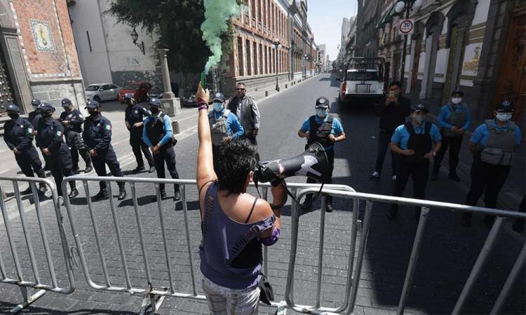 Se deslinda ayuntamiento de Puebla de vallas en calles por marcha feminista