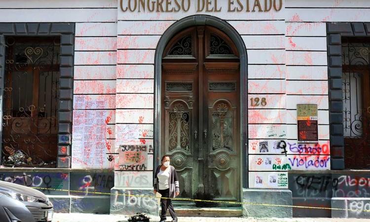 En deuda con mujeres, al cumplirse un año de #UnDíaSinNosotras desde el gobierno de Puebla
