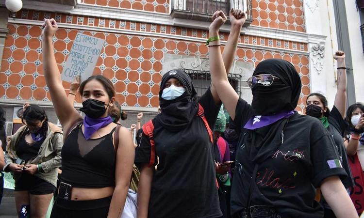 Lamentan colectivos feministas manipulación mediática y amenazas de las autoridades tras marcha del 8M
