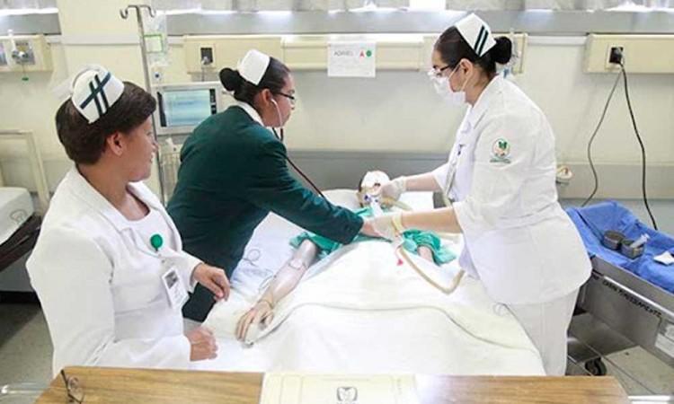 Lo que sufren las enfermeras y enfermeros poblanos que atienden Covid-19