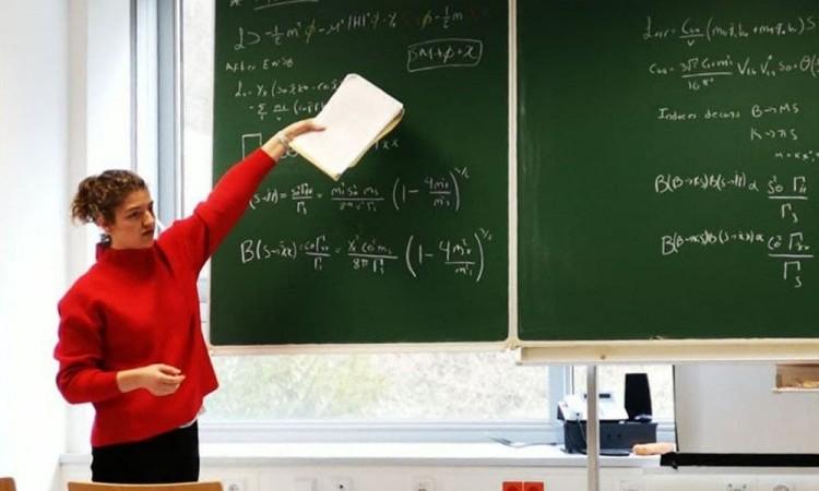 Egresada BUAP desarrolla teorías para explicar la Física de Partículas